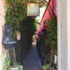 The secret way to the Secret Garden shop